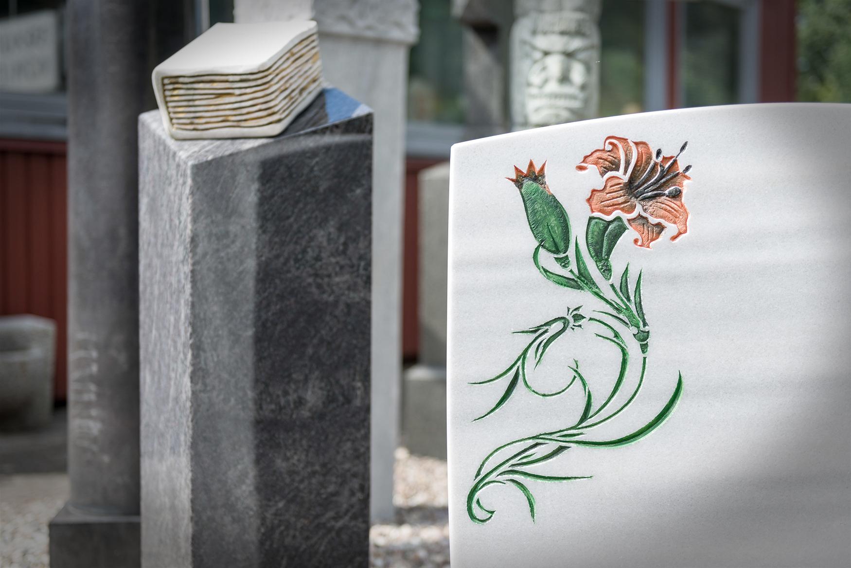 Grabmal mit Blüte von Braun + Kohler Steinmetz