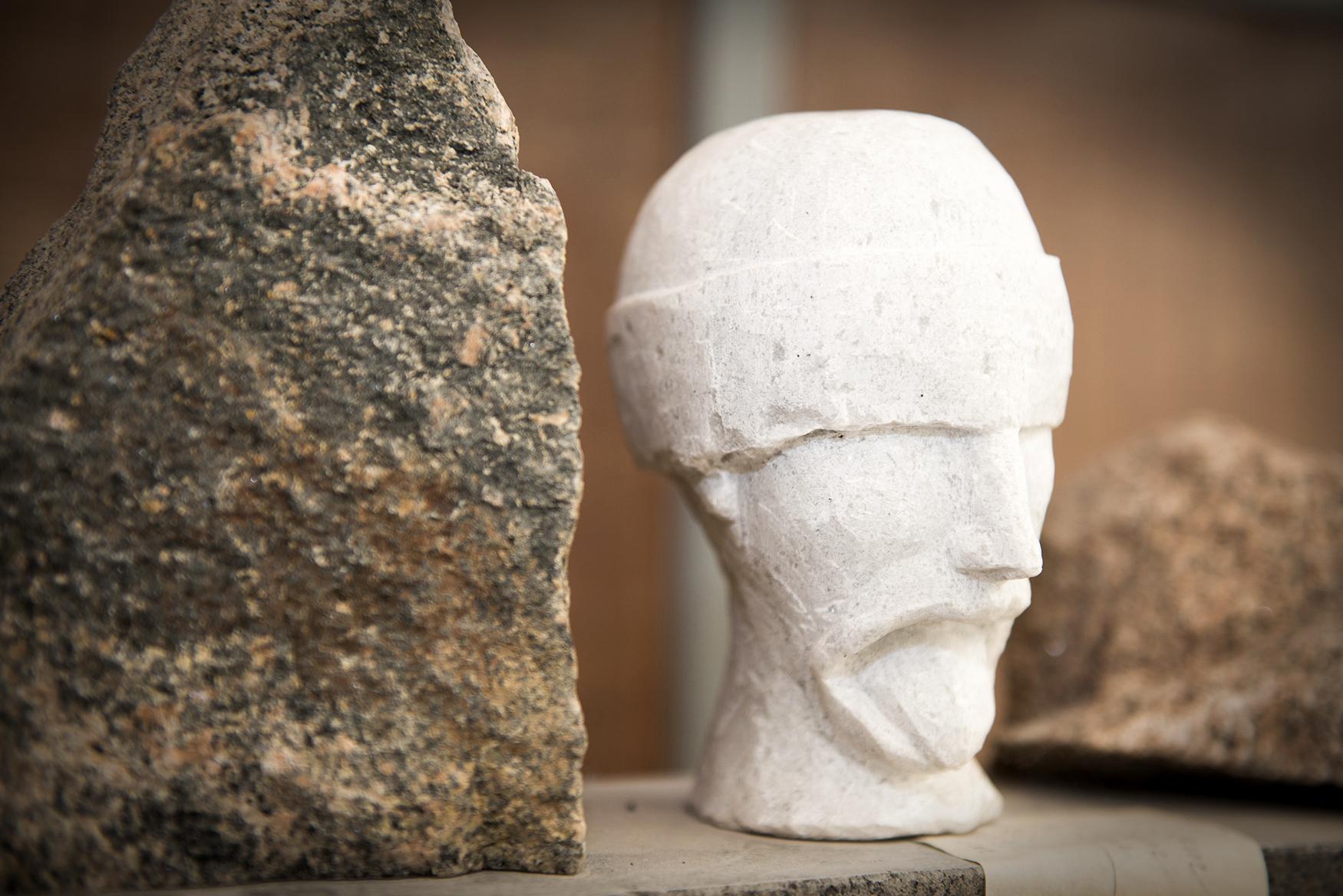 Skulptur Kopf von Braun + Kohler Steinmetz